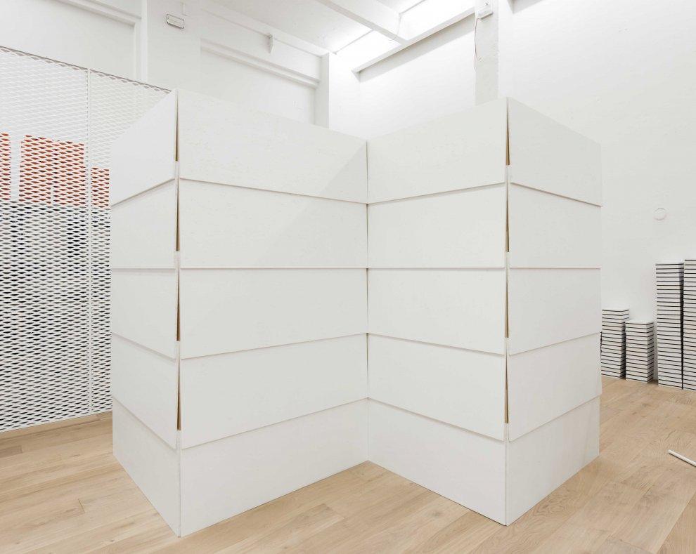 andreas murkudis concept store em berlim por gonzalez haase. Black Bedroom Furniture Sets. Home Design Ideas