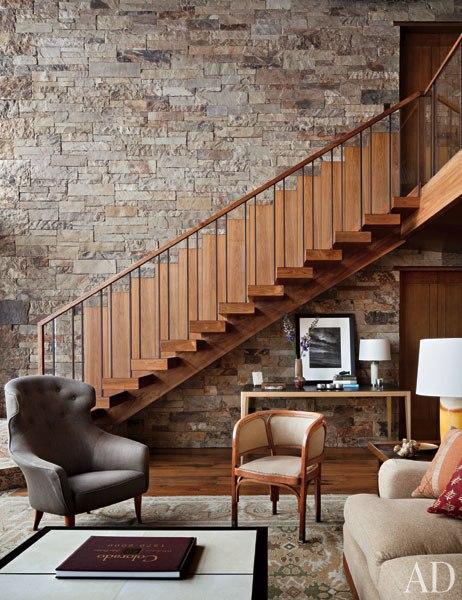 item3_rendition_slideshowWideVertical_studio-sofield-04-staircase