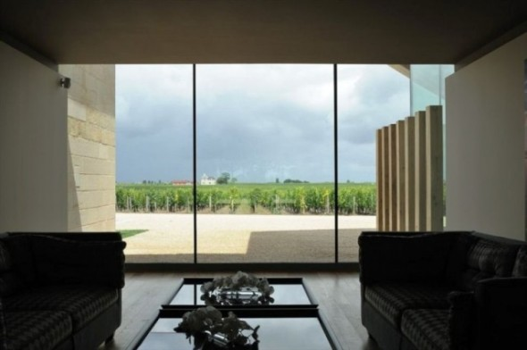 Chateau-Cheval-Blanc-Winery-in-Saint-Emilion-France-15rgfvf-640x426