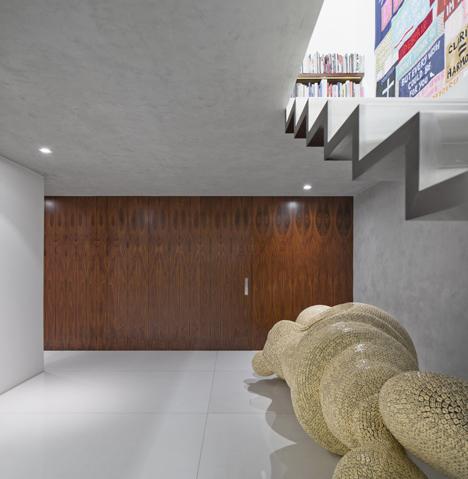 Casa-Cubo-by-Isay-Weinfeld_dezeen_7
