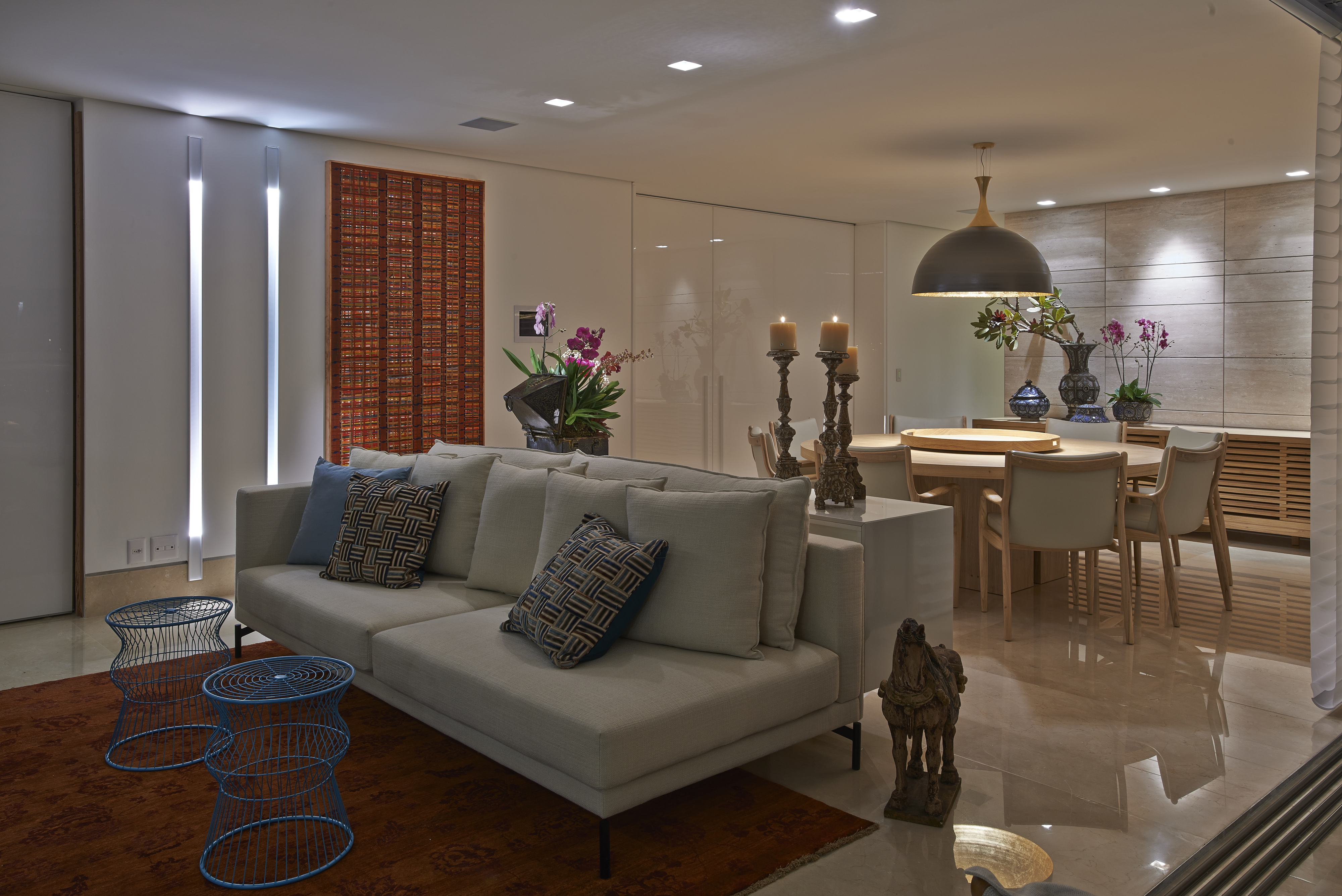 jantar Lotus (ETEL) e Buffet Cascaldi em laca Warm Grey por Adresse #836A48 4000x2670